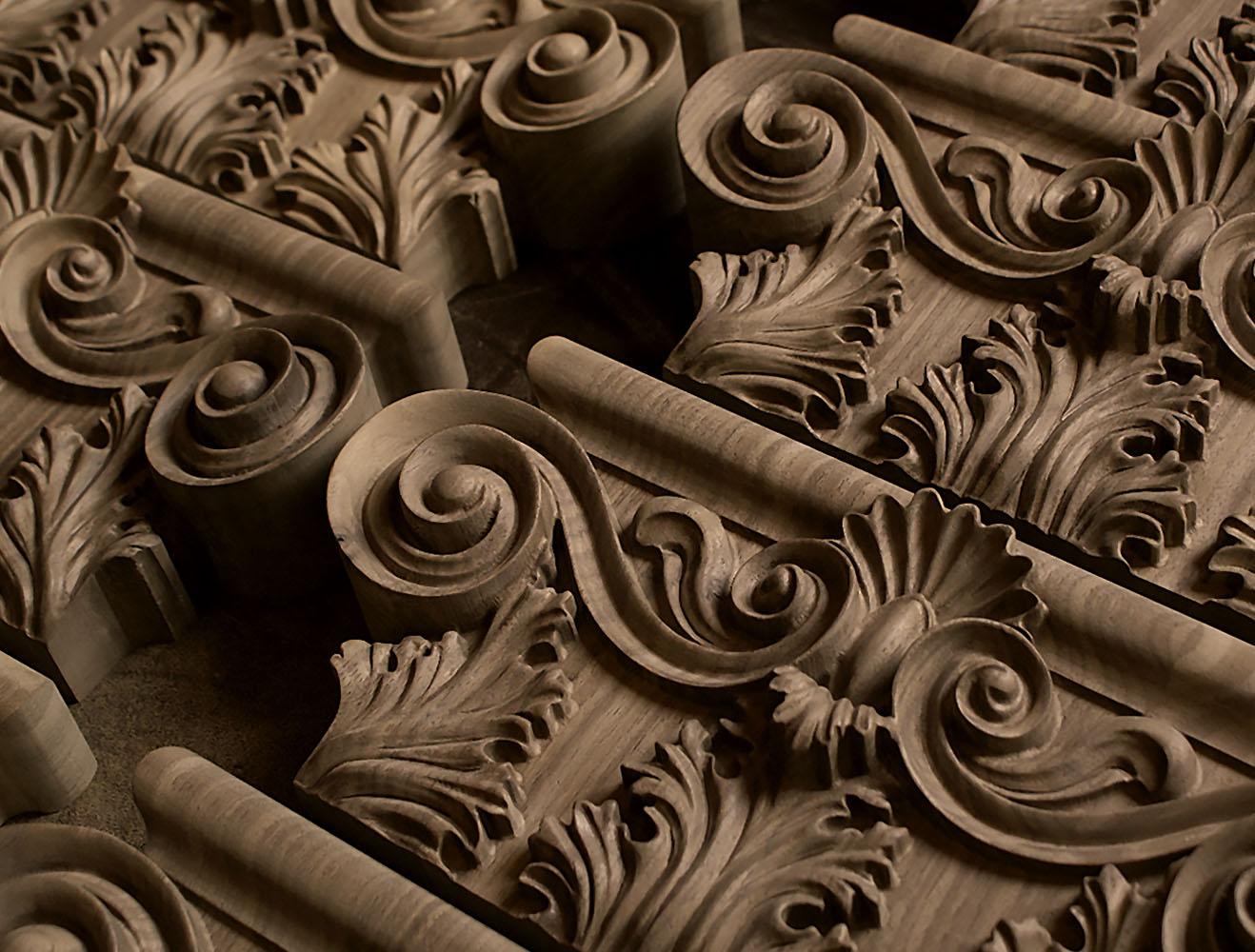 Gefräste Holzkapitelle & Holzkonsolen auf Anfrage - Ornamentschnitzer